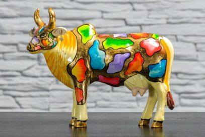 Krowa z kolorowymi łatkami 1
