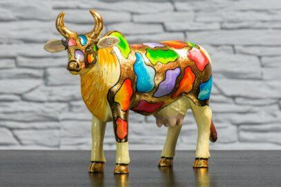 Krowa z kolorowymi łatkami 2