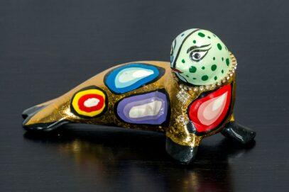 Złota foczka z naszyjnikiem 1