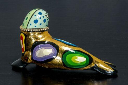 Złota foczka z naszyjnikiem 3