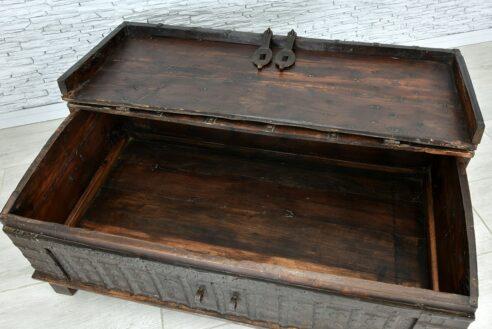 Stara skrzynia okuta żelazem 5