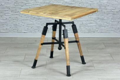 Kwadratowy stół z regulowanym blatem 1