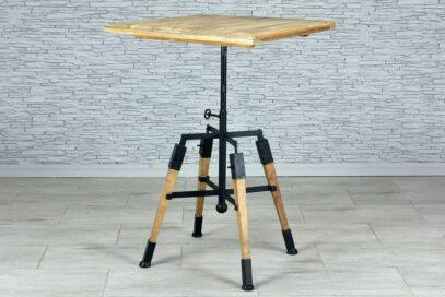 Kwadratowy stół z regulowanym blatem 2
