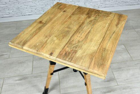 Kwadratowy stół z regulowanym blatem 3