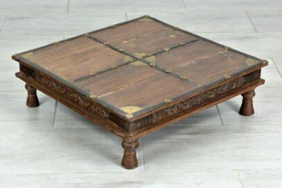 Stary niski stolik do konsumpcji 2