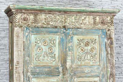 Duża szafa ze starych elementów 5