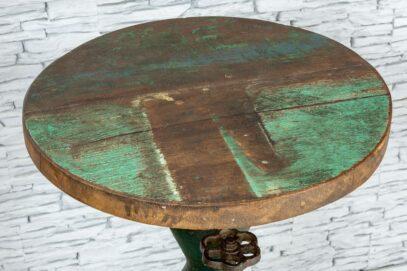 Industrialny stolik z kranem 2