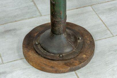Industrialny stolik z kranem 4
