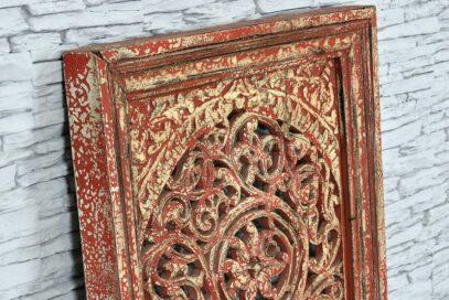 Biało-czerwony panel rzeźbiony ażurowo 3