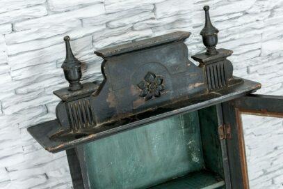 Stara szafka wisząca z 2 półkami 4