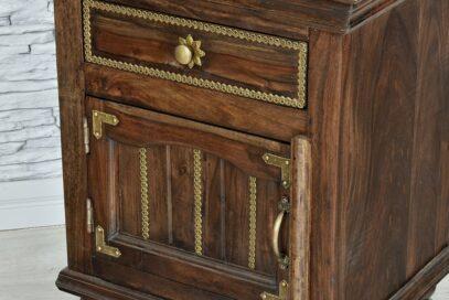 Szafka z szufladką zdobiona mosiądzem 5