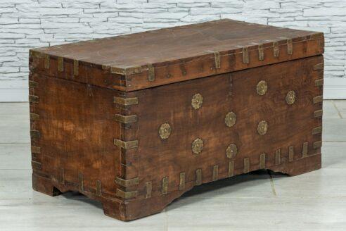 Stary kufer tekowy z wieloma skrytkami 2