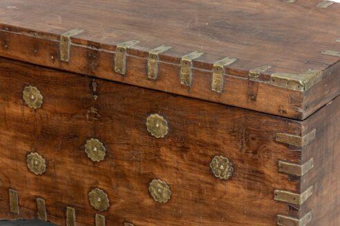 Stary kufer tekowy z wieloma skrytkami 4