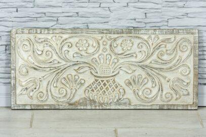 Bielona deska z florystyczną płaskorzeźbą 1