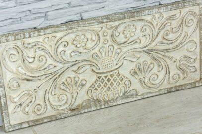 Bielona deska z florystyczną płaskorzeźbą 2
