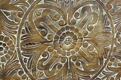 Drewniany panel z rzeźbioną mandalą 2