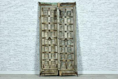 Stare wypłowiałe skrzydła drzwi 1
